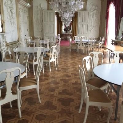 Bild innan renoveringen och de gamla möblerna